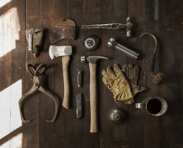 construction-work-carpenter-tools